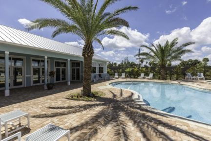 Cape-Crossing-Resort-and-Marina-Pool