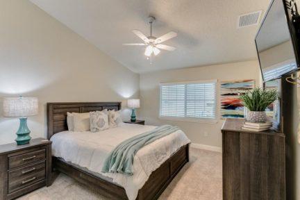 Cape-Crossing-Resort-and-Marina-bedroom