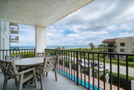 Cape-Winds-Resort-balcony