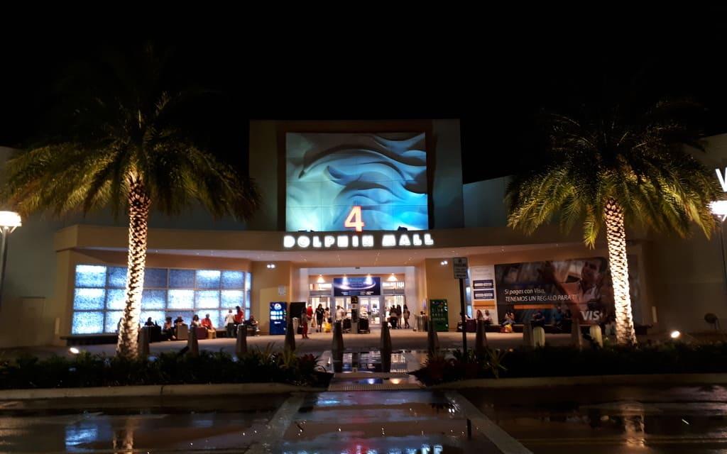 Dolphin-Mall-Miami-Night
