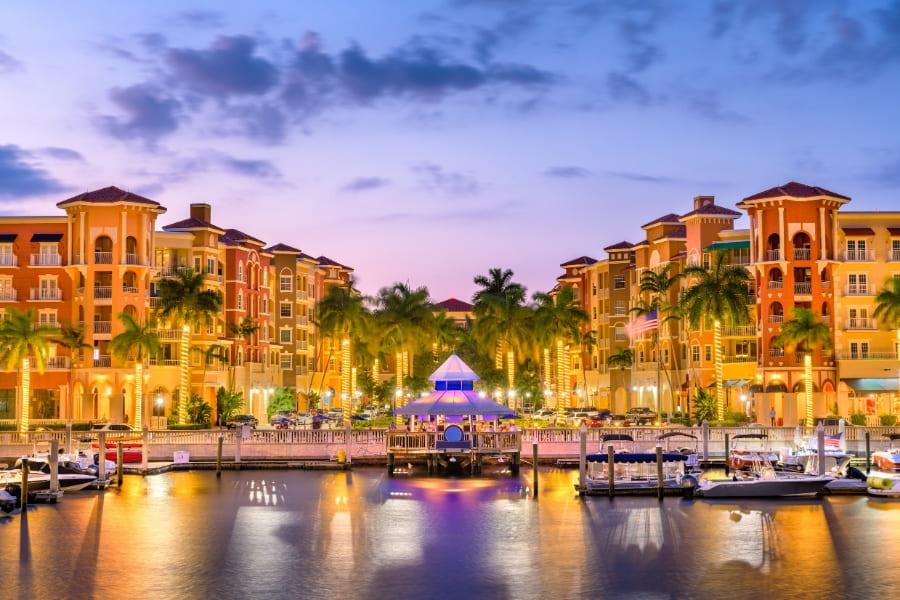 Naples Florida am Hafen bei Nacht