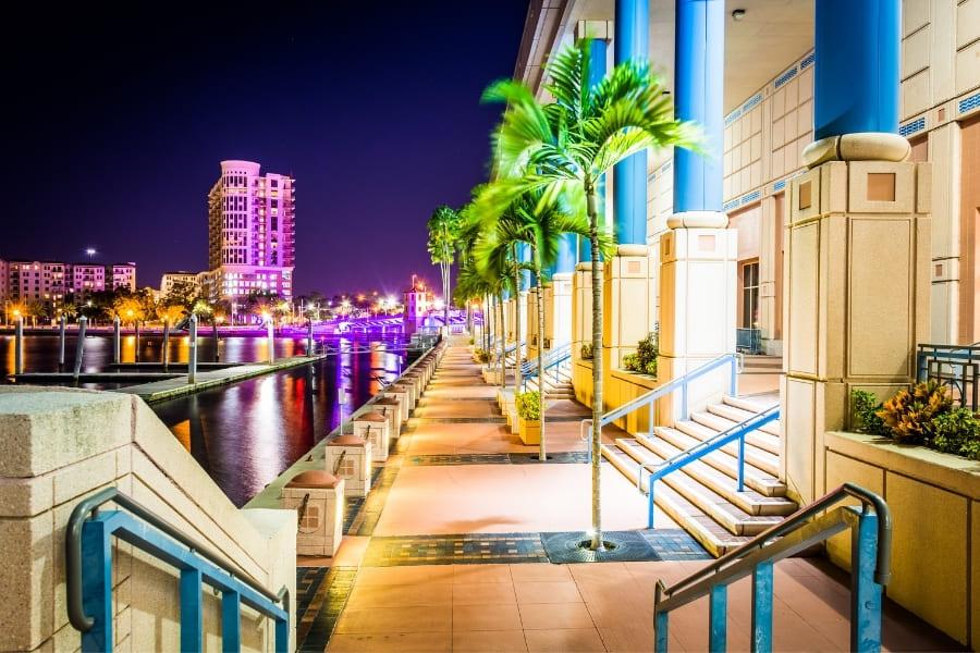 Tampa Riverwalk bei Nacht